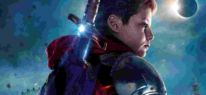 """Poster de """"O Menino Que Queria Ser Rei"""" filme que traz Rei Arthur para os dias atuais - Divulgação"""