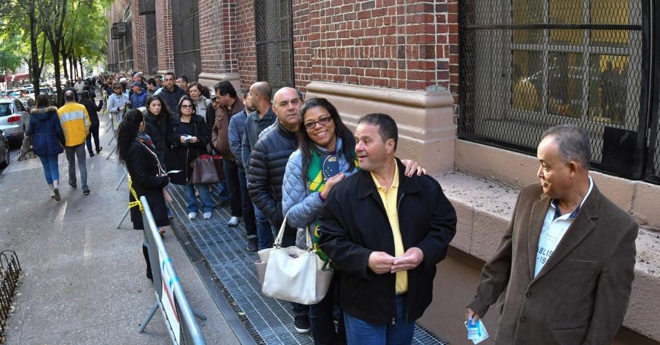 28.out.2018 - Movimentação de eleitores durante votação para o segundo turno das Eleições 2018, em Nova York, nos Estados Unidos, neste domingo