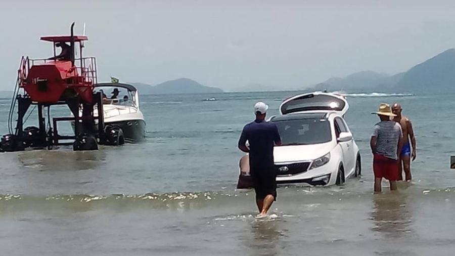 Carro fica encalhado em Bertioga - Arquivo Pessoal