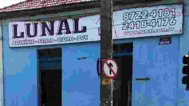 13.mai.2020 - Loja aberta contrariando as normas de isolamento em Santa Cruz, na zona oeste do Rio - Igor Mello/ UOL - Igor Mello/ UOL