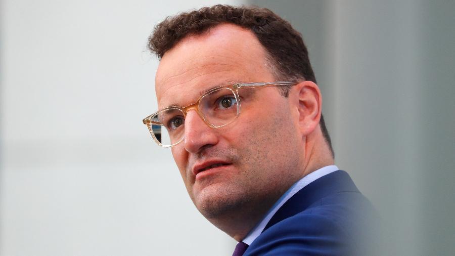 O ministro alemão da Saúde, Jens Spahn, justificou a decisão, negociada e aprovada em todas as regiões do país - Reuters