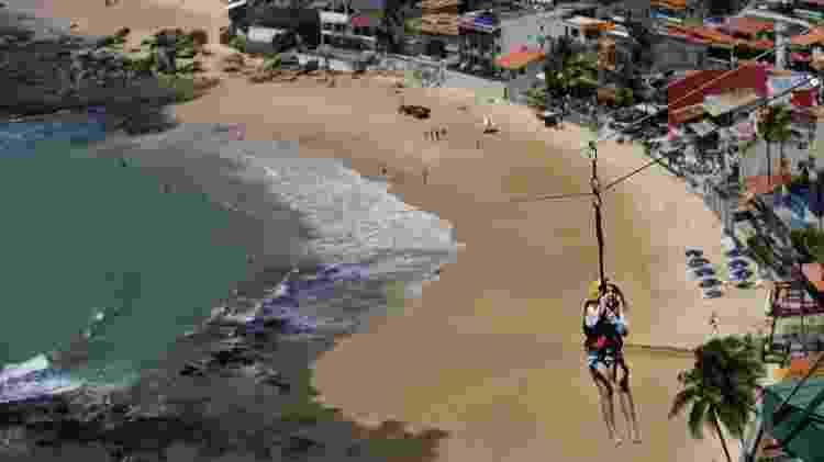 Tirolesa é opção de aventura em Morro de São Paulo - Raul Spinassé/UOL - Raul Spinassé/UOL
