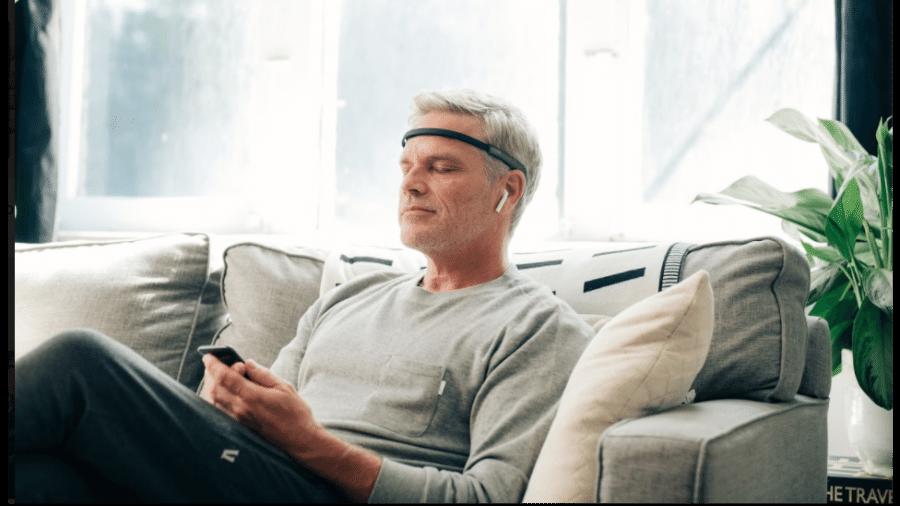 Uma das versões do dispositivo que traduz a atividade do cérebro - Divulgação