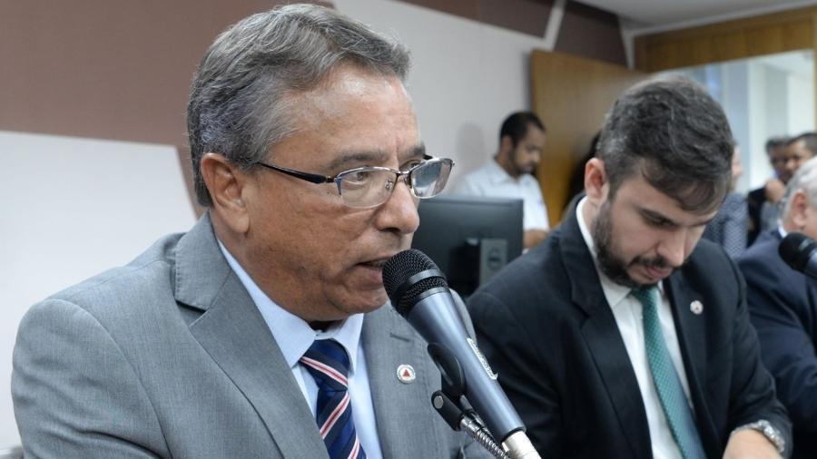 O deputado estadual Professor Irineu (PSL) nega ter furado a fila na vacinação contra covid-19, em Betim; Prefeitura vê irregularidade - Reprodução/Facebook