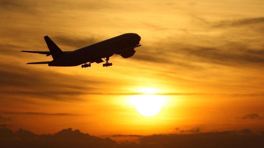 Estilo de vida dos mais ricos, com voos de avião e carros grandes, resulta em uma emissão de carbono muito maior - PA Media