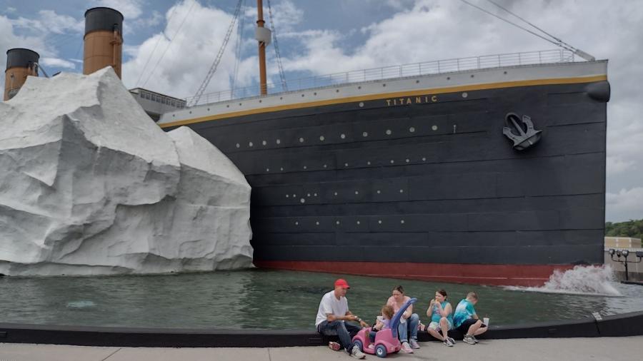 Visitantes de um museu temático do Titanic, no Tennessee (EUA) ficaram feridos após a quebra de um iceberg figurativo - Reprodução/Titanic Museum Attraction/Facebook