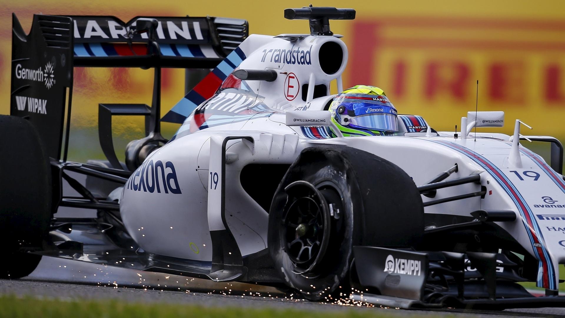 27.set.2015 - O piloto brasileiro Felipe Massa teve um dos pneus de sua Williams furado na largada do Grande Prêmio do Japão de Fórmula 1. Prejudicado, acabou chegando na 17ª colocação da prova vencida por Lewis Hamilton, que igualou as 41 vitórias de Ayrton Senna. Felipe Nasr teve problemas de aderência durante a prova e abandonou com duas voltas para o fim