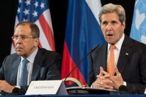 No dia 12 deste mês, o secretário de Estado dos EUA, John Kerry (à dir.) anunciava, ao lado do ministro das Relações Exteriores da Rússia, o acordo de cessar-fogo feito entre potências mundiais reunidas em Munique (Alemanha)