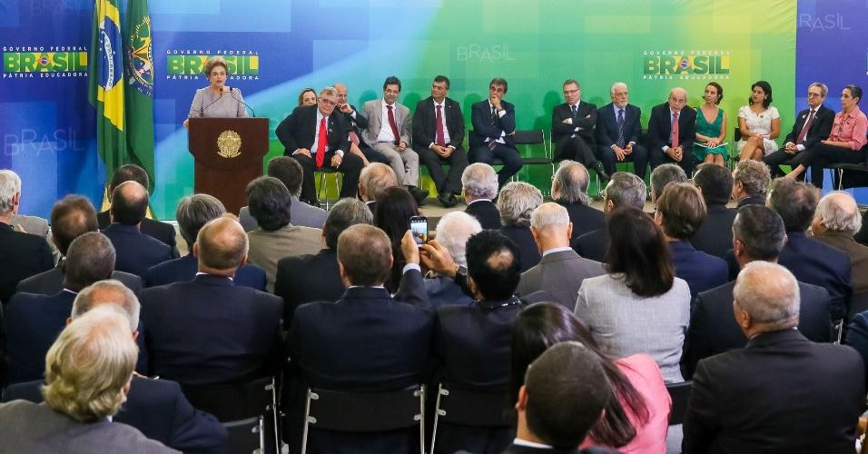 22.mar.2016 - Presidente Dilma Rousseff discursa em encontro com juristas pela legalidade e em defesa pela democraria, em Brasília
