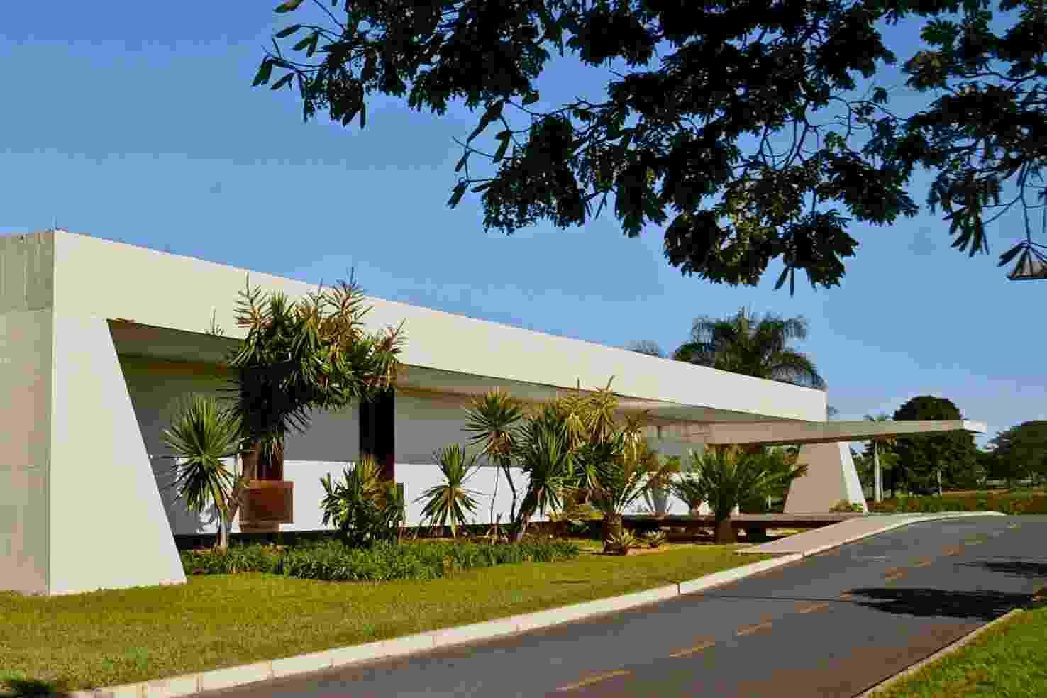 Inaugurado em 1977, o Palácio do Jaburu tornou-se residência oficial do vice-presidente da República, cargo então ocupado por Adalberto Pereira dos Santos, vice-presidente de Ernesto Geisel. O palácio localizado ao lado da lagoa que lhe deu o nome, em Brasília (DF), é ocupado desde 2011 por Michel Temer, vice da presidente Dilma Rousseff - Aluízio de Assis/Presidência da República