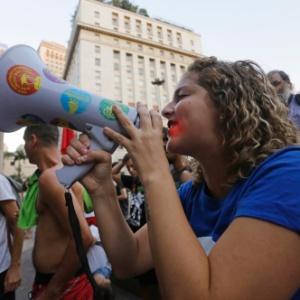 A presidente da UNE (União Nacional dos Estudantes), Carina Vitral, participa de ato com estudantes em protesto contra o processo de impeachment da presidente Dilma Rousseff, na região central de São Paulo