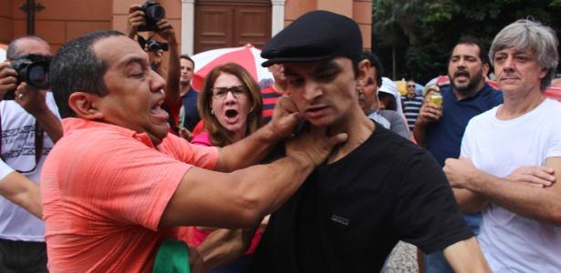 Manifestantes contrários à presidente Dilma e grupos ligados à CUT se enfrentaram durante eventos do 1° de Maio em Belém