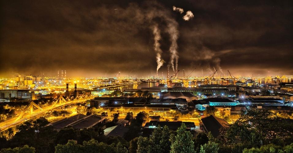A National Geographic pediu para fotógrafos compartilharem com eles imagens que retratem as mudanças climáticas da Terra. Aqui, você poderá ver algumas delas. A imagem acima mostra a emissão de gases por diversas fábricas em na costa de Singapura