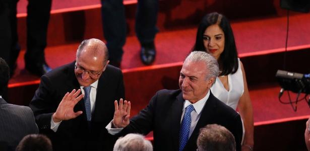 Ao lado do governador Geraldo Alckmin, o presidente Michel Temer é homenageado no Palácio dos Bandeirantes ao receber o Prêmio Líder do Ano, no evento promovido pelo Lide, entidade do Grupo Doria