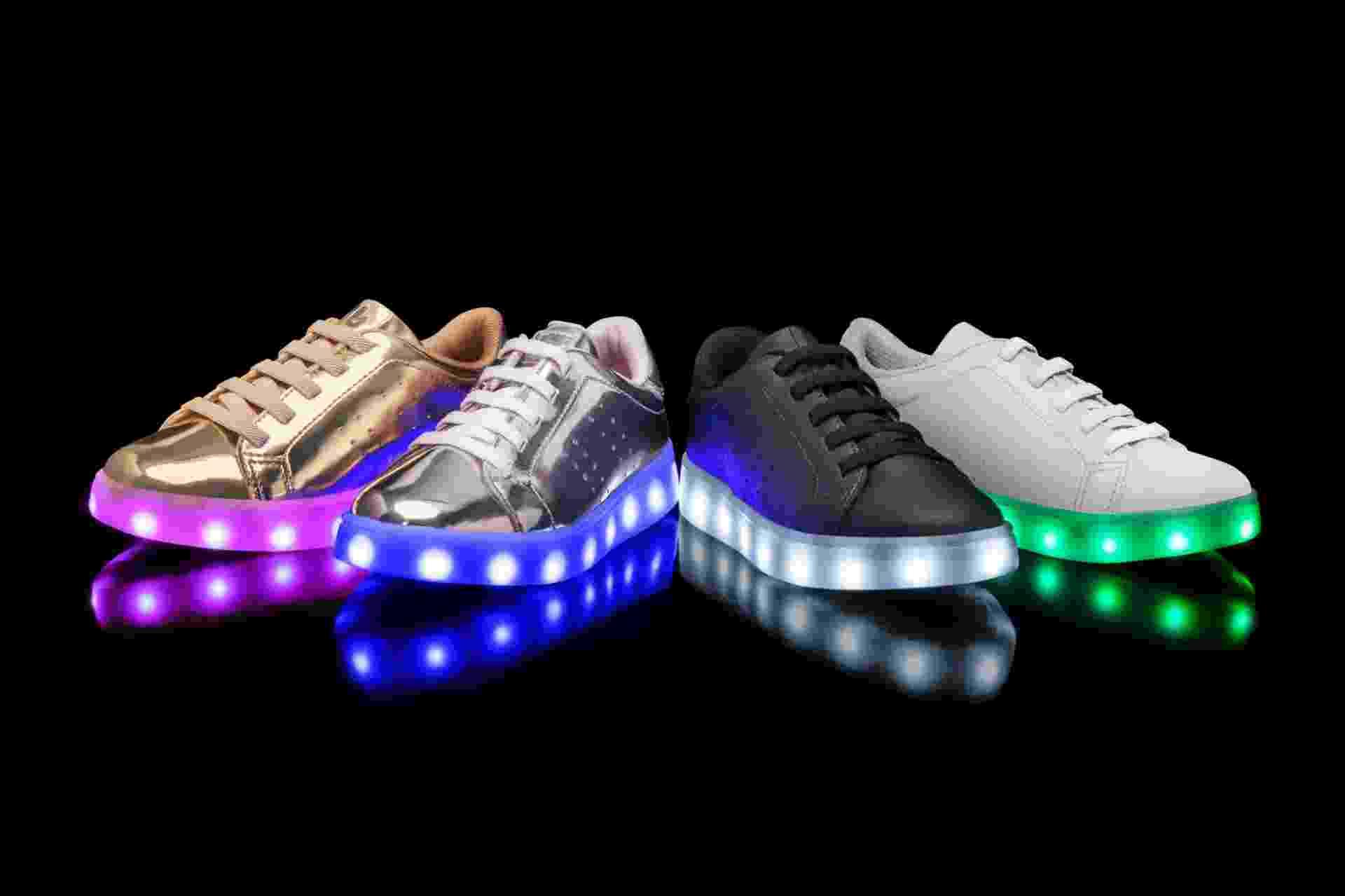 O tênis da Calçados Bibi pisca em sete cores diferentes (branco, vermelho, rosa, azul claro, azul escuro, amarelo e verde) e vem com cabo USB para ser recarregado. O modelo Cliqu3-se Colors custa, em média, R$ 219,90 - Divulgação