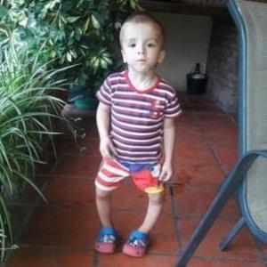 Nacho, 7, sonha em ser jogador de futebol, mas está proibido de correr ou jogar bola