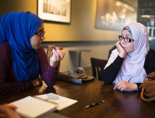 Aamna Siddiqui (na esq.) e Farina Siddiqui trabalham na organização que reúne muçulmanos e não muçulmanos em Brampton, em Ontário
