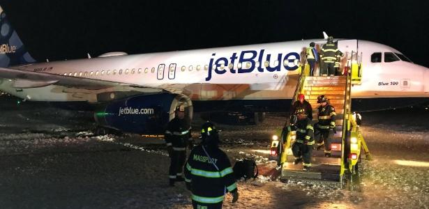 Avião da companhia JetBlue derrapou na pista de pouso de Boston