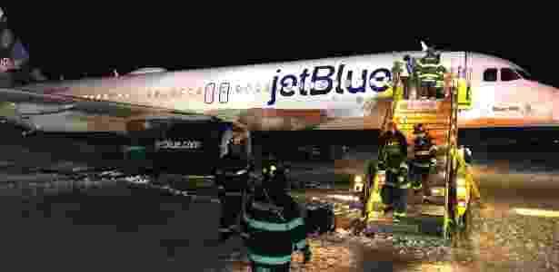 Avião da companhia JetBlue derrapou na pista de pouso de Boston - Yuval Gonczarowski/via REUTERS