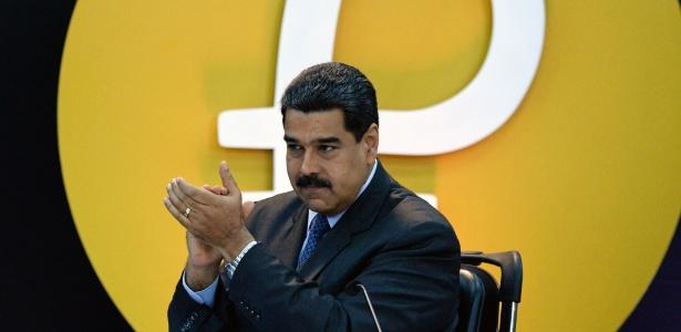 O presidente venezuelano Nicolás Maduro gesticula durante evento de lançamento da criptomoeda Petro, em Caracas, Venezuela - Federico Parra/ AFP