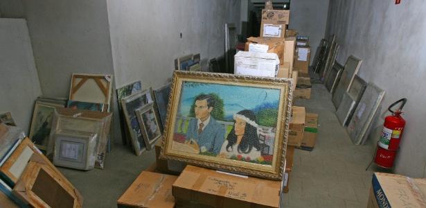 Acervo com obras do ex-governador de São Paulo, Geraldo Alckmin, no porão do museu de Pindamonhangaba