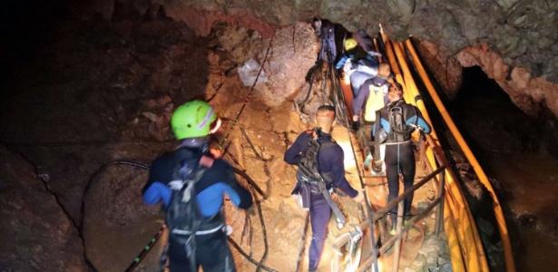 Mergulhadores e equipes de resgate em caverna da Tailândia - Divulgação/ Marinha Real da Tailândia