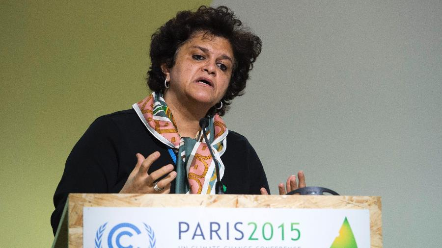 A ex-ministra do Meio Ambiente Izabella Teixeira discursa durante a COP-21, em Paris  - Miguel Medina/AFP