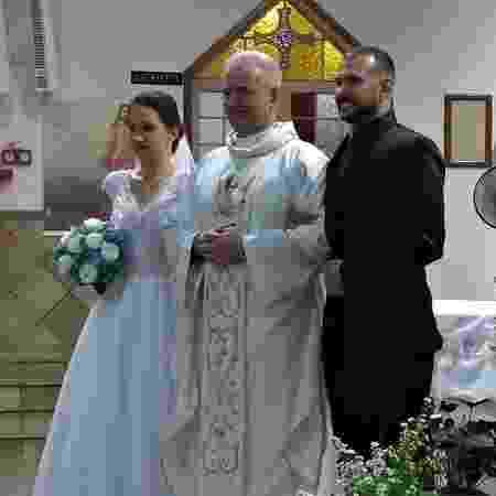 Padre Wilson Czaia celebrou o casamento de Dayton Denis Siqueira, 33, e Simone Aparecida Pereira, 33 - Arquivo pessoal - Arquivo pessoal