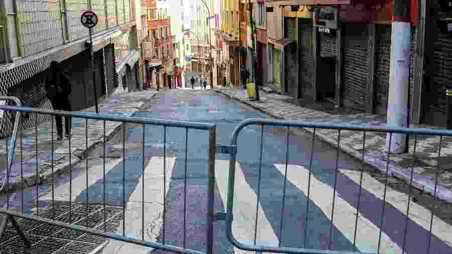 SP - COMÉRCIO / SÃO PAULO / CORONAVÍRUS / FECHADO - CIDADES - Comércio continua fechado em São Paulo devido as recomendações da Prefeitura por causa do novo Coronavírus, nesta quarta-feira (25). 25/03/2020 - Foto: PAULO GUERETA/AGÊNCIA O DIA/AGÊNCIA O DIA/ESTADÃO CONTEÚDO - PAULO GUERETA/ESTADÃO CONTEÚDO