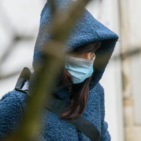 Arquivo - Mulher usa máscara para se proteger do coronavírus em Portugal; país inicia terceira fase do desconfinamento progressivo - Horacio Villalobos#Corbis/Corbis via Getty Images