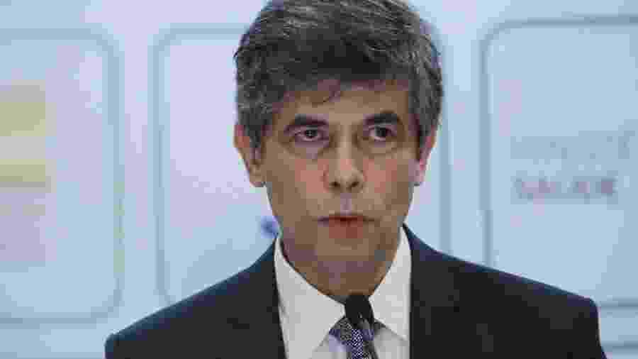 15.mai.2020 - O ex-ministro da Saúde, Nelson Teich, durante pronunciamento sobre seu pedido de demissão - Wallace Martins/Futura Press/Estadão Conteúdo