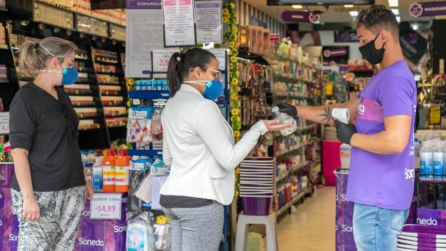 10.jun.2020 - Reabertura do comércio em São Paulo em meio à pandemia do novo coronavírus - Por Camila Moreira e Rodrigo Viga Gaier