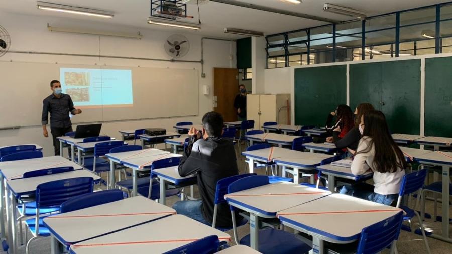 Alunos retornam às aulas na Escola Estadual Leopoldo Santana, em São Paulo (SP) - Ana Paula Bimbati/UOL
