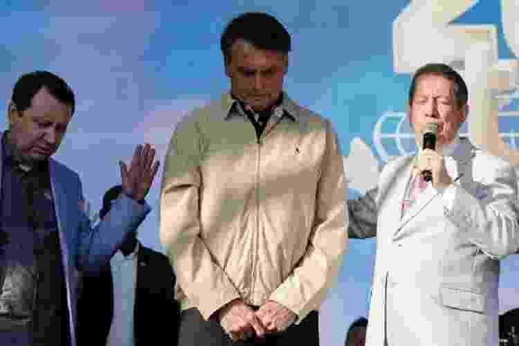 15.fev.2020 - O deputado David Soares (DEM-SP), o presidente Jair Bolsonaro e o missionário R.R. Soares, na comemoração dos 40 anos da Igreja Internacional da Graça de Deus - Carolina Antunes/PR - Carolina Antunes/PR