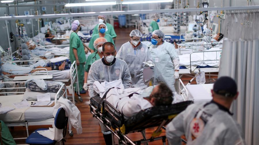 Média móvel de mortes por covid-19 no Brasil ficou em 1.835, segundo consórcio de veículos de imprensa - Amanda Perobelli/Reuters