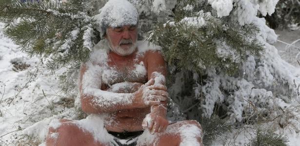 Nadador de inverno da região da Sibéria, na Rússia