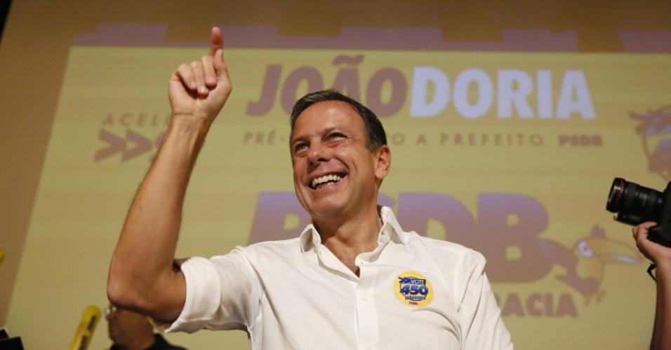 20.fev.2016 - João Dória Jr acena durante evento de pré-campanha a prefeitura de São Paulo nas prévias do PSDB