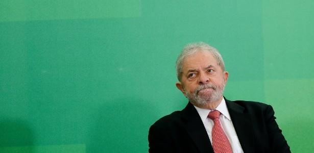 O ex-presidente Lula tomou posse no cargo de ministro da Casa Civil durante cerimônia no Planalto; nomeação foi suspensa