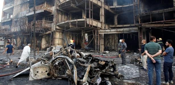 3.jul.2016 - Terroristas detonaram um carro bomba em área comercial de Bagdá, capital do Iraque