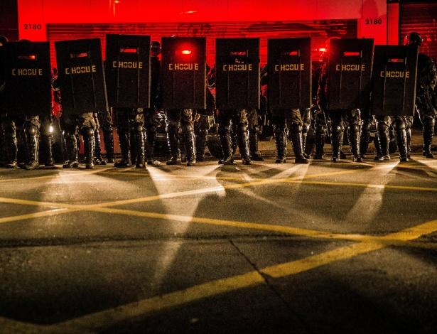 Protesto contra o impeachment de Dilma Rousseff (PT) tem confronto com a Polícia Miliar na avenida Paulista, em São Paulo. - Eduardo Anizelli/Folhapress