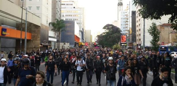 Manifestantes decidem seguir com protesto contra Temer em SP - Flávio Costa/UOL