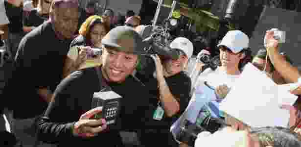 John Mariano, foi o da primeiro da fila para comprar seu iPhone, aparelho da Apple, em Los Angeles, Califórnia, EUA, em 29 de junho de 2007 - AFP/Robyn Beck - AFP/Robyn Beck