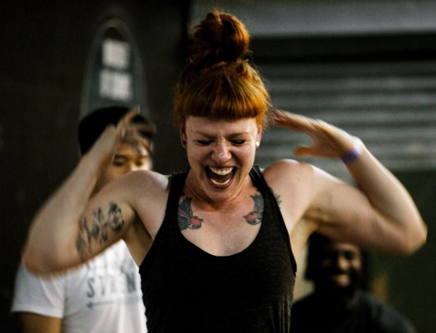 Participante da competição Levantamento pelo Orgulho, em Nova York (EUA)