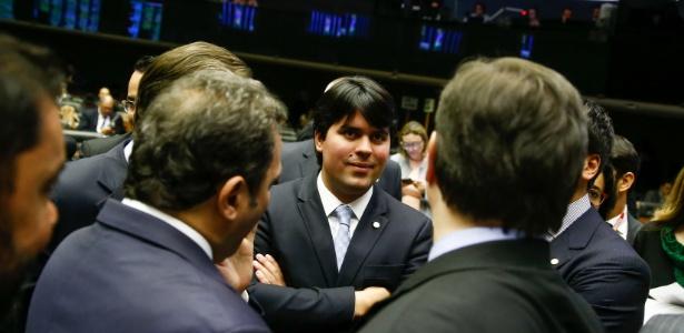 29.ago.2017 - Deputado federal André Fufuca (PP-MA), presidente interino da Câmara, circula no plenário durante sessão do Congresso Nacional - Pedro Ladeira/Folhapress