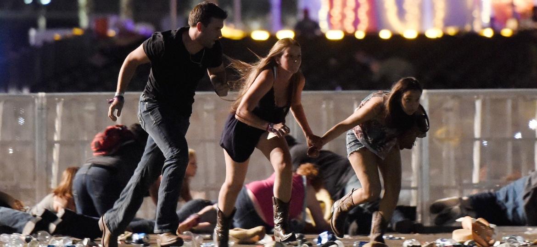 Público corre no momento do ataque de atirador em festival em Las Vegas, Nevada - David Becker/Getty Images/AFP