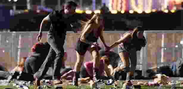 1º.out.2017 - Público corre no momento do ataque de atirador em festival em Las Vegas, Nevada - David Becker/Getty Images/AFP - David Becker/Getty Images/AFP