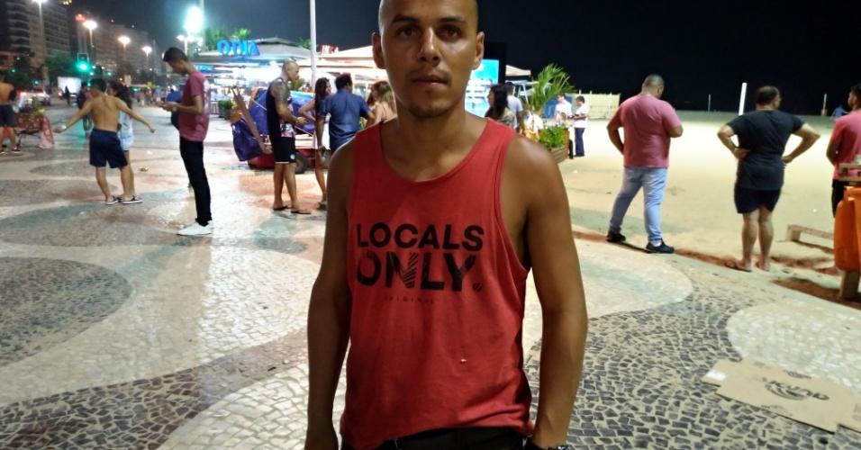 18.jan.18 - O paulistano Danilo Fernandes, 29, que estava no local do acidente de carro em Copacabana.