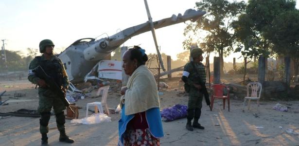 Aeronave levava autoridades e caiu sobre furgões