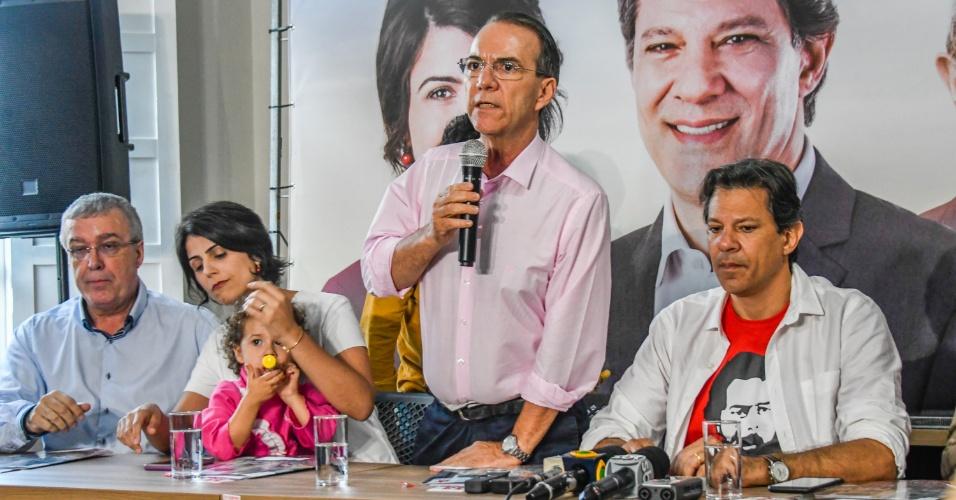 18.set.2018 - O candidato à presidência da REpública pelo PT, Fernando Haddad, durante coletiva de imprensa ao lado do candidato ao governo de Santa Catarina, Décio Lima (PT), em Florianópolis, nesta terça-feira