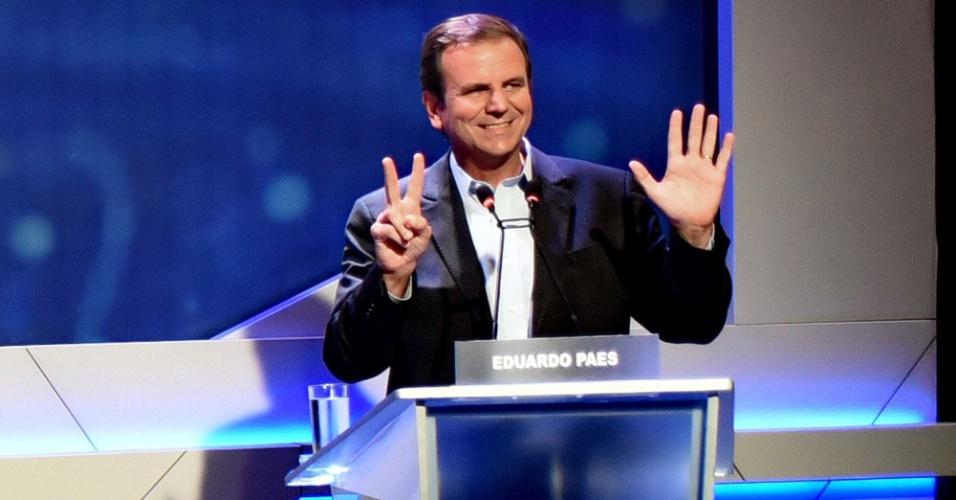 18.out.2018 - O candidato Eduardo Paes durante o debate entre candidatos a governadores na TV Band no Rio de Janeiro (RJ), nesta quinta-feira (18)